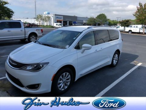 2018 Chrysler Pacifica Touring L LEATHER BLIND SPOT MONITORING STOW N GO