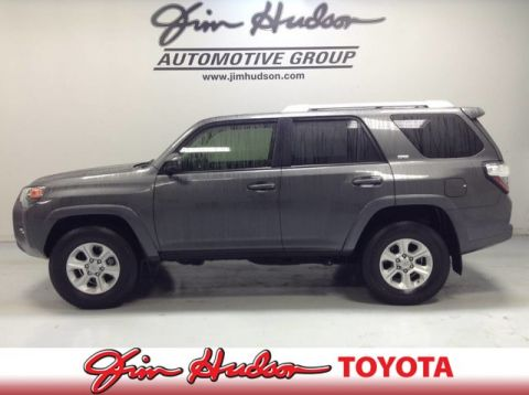 2016 Toyota 4Runner SR5   ENTUNE PREMIUM AUDIO W INTEGRATED NAVI